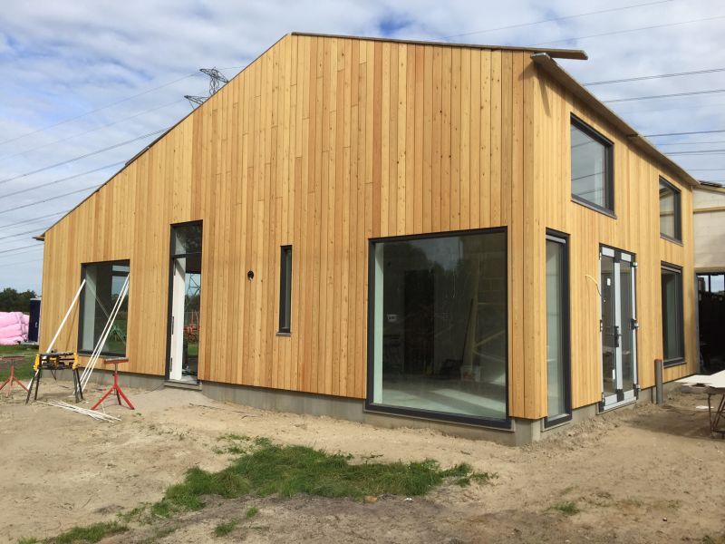 Nieuwbouw woning en pensionstal te Assen